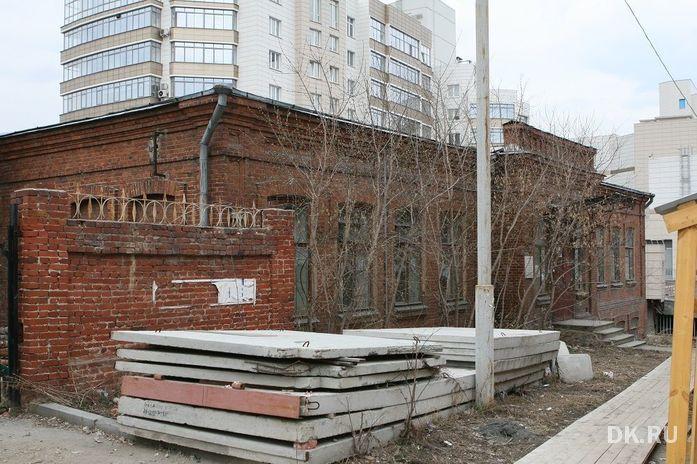 Аварийную гимназию в Екатеринбурге снесут и построят заново