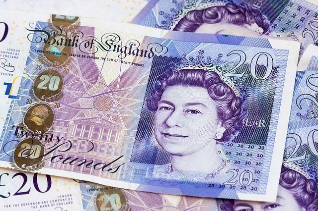 Эксперт DK.ru рассказал о борьбе на валютном рынке