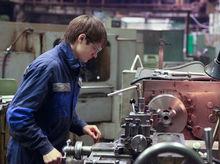 Зарплаты молодых специалистов и опытных работников перестали различаться