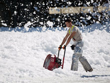 Снегопад вывел на улицы в Новосибирске 590 снегоуборочных машин