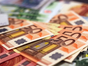 Эксперт: до смерти бумажных денег осталось совсем немного