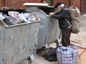 Население беднеет и уменьшается: что всерьез угрожает экономике России