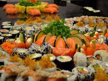Еда: что на самом деле полезно для организма? Суши и вино одобрены диетологами