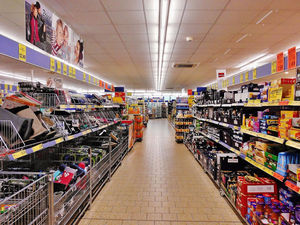 «Людям нужен день отдыха». В РПЦ поддержали запрет на работу гипермаркетов по выходным