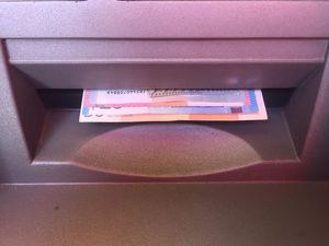 «Это откровенный рэкет со стороны банка». ЦБ займется тарифами по операциям клиентов