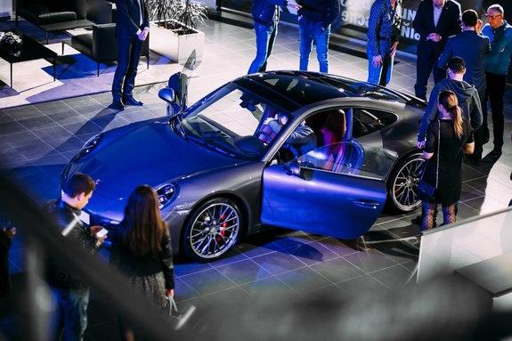 Красота, лоск, мощь: в Ростове презентовали новый Porsche 911 16