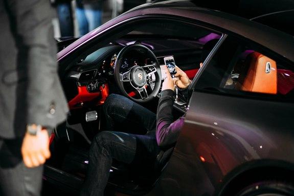 Красота, лоск, мощь: в Ростове презентовали новый Porsche 911 25