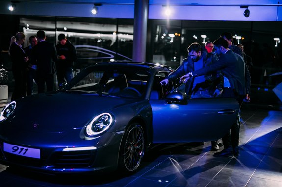 Красота, лоск, мощь: в Ростове презентовали новый Porsche 911 30