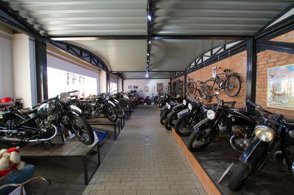 «Воскрешенные мертвецы»: как предприниматель из Екатеринбурга открыл музей ретромотоциклов 1