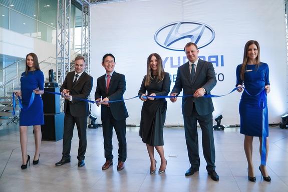 В Новосибирске открылся новый автосалон Hyundai 1