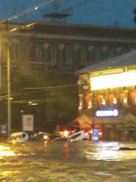 Ливень в Ростове привел к разрушениям и человеческим жертвам (фото) 3