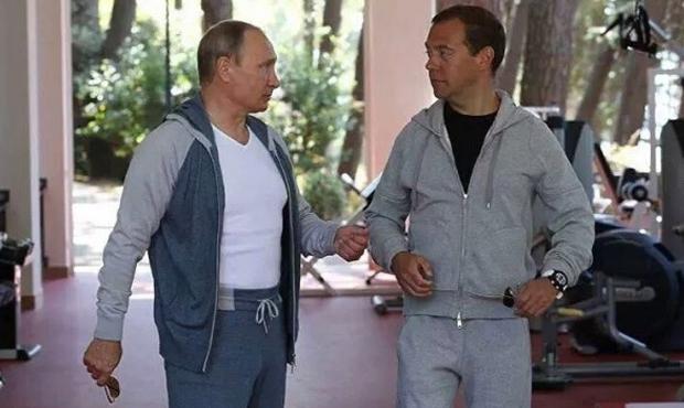 «Главное, чтобы костюмчик сидел»: вещи и аксессуары политиков, возмутившие публику 2