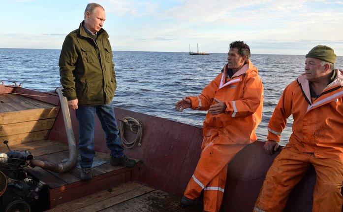 В гости на уху: президент и премьер пообещали российским рыбакам помочь с расчисткой рек  2
