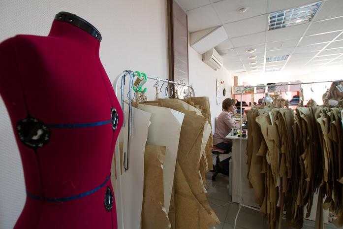 Полмиллиона рублей и страусиные перья. Как заработать на одежном бренде / ОПЫТ 4