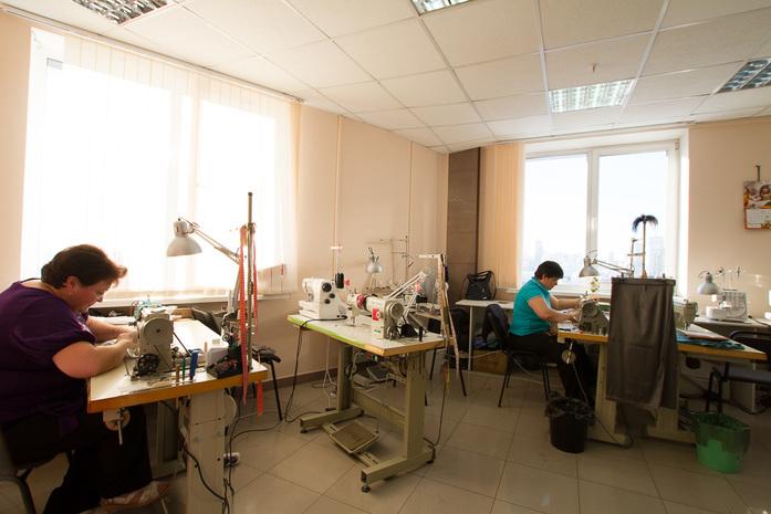 Полмиллиона рублей и страусиные перья. Как заработать на одежном бренде / ОПЫТ 5
