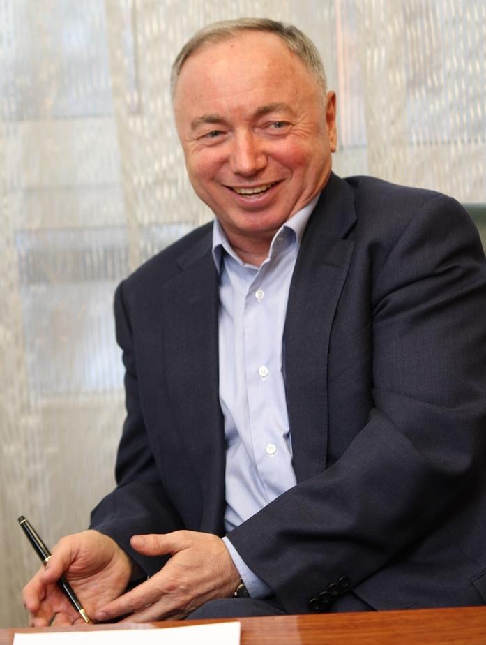 «Не надо душить бизнес». В. Ананьев — о власти, ожиданиях от 2017 г. и УГМК с Opera Tower 3