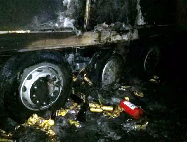 В Татарстане на трассе М7 на ходу загорелся грузовик с пивом 1