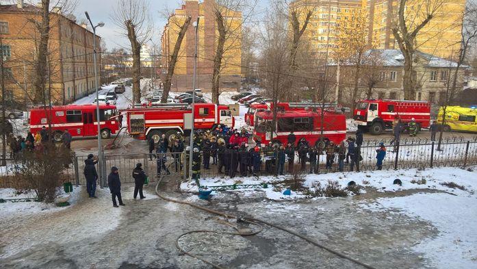 Пожар в 32 школе Казани потушен, дети эвакуированы //ФОТО 1