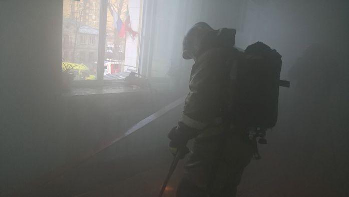 Пожар в 32 школе Казани потушен, дети эвакуированы //ФОТО 2