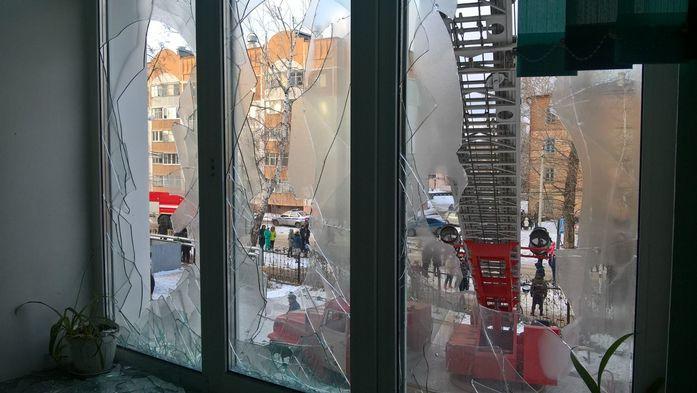 Пожар в 32 школе Казани потушен, дети эвакуированы //ФОТО 3
