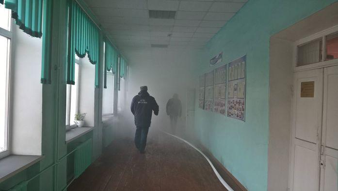 Пожар в 32 школе Казани потушен, дети эвакуированы //ФОТО 4