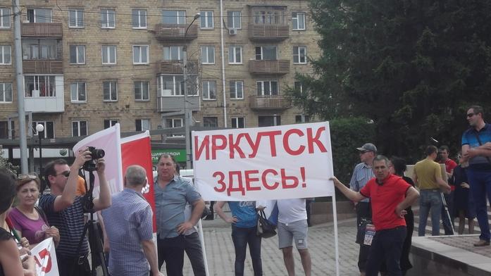 Митинг против сноса павильонов прошел в Красноярске 2