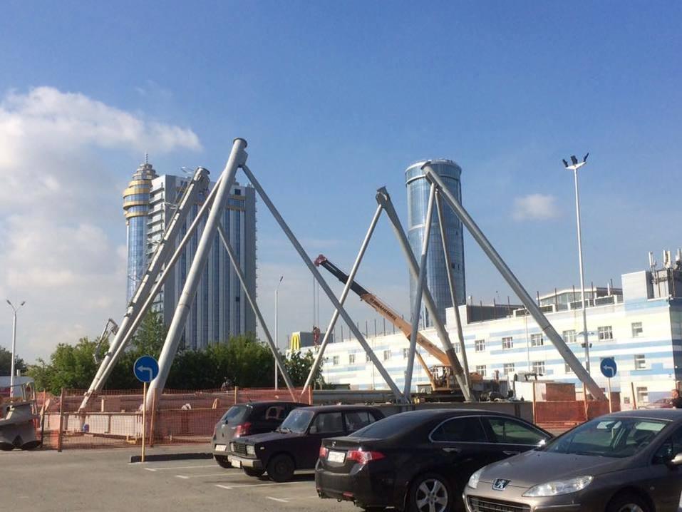 В Челябинске началась установка нового колеса обозрения 1