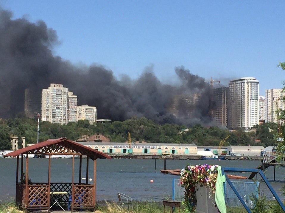 Донской губернатор прибыл на крупный пожар в районе Театральной площади Ростова LIVE 5