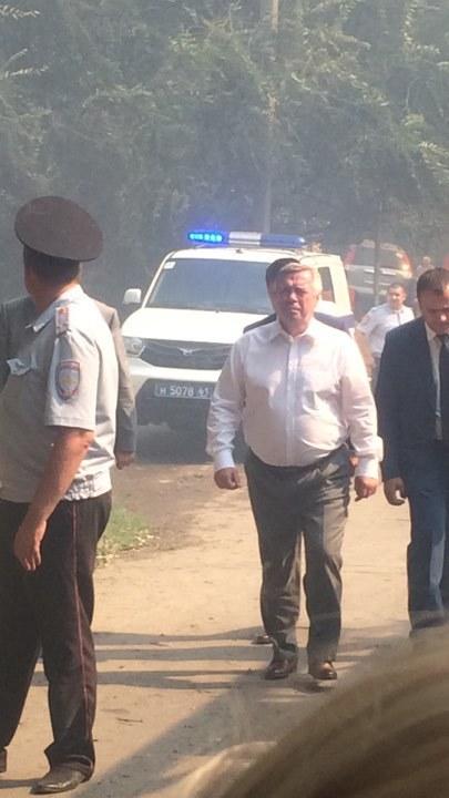 Донской губернатор прибыл на крупный пожар в районе Театральной площади Ростова LIVE 1