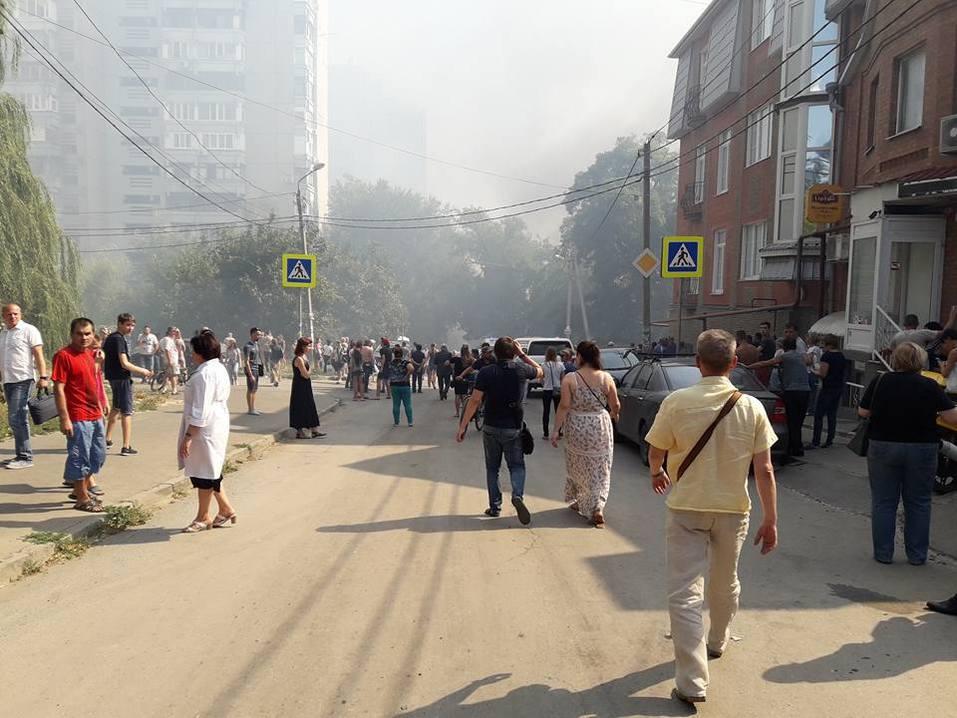 Донской губернатор прибыл на крупный пожар в районе Театральной площади Ростова LIVE 8