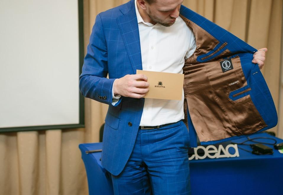 Иван Зубарев против Марка Цукерберга. Почему бизнесмену стоит красиво одеваться / КОЛОНКА 2