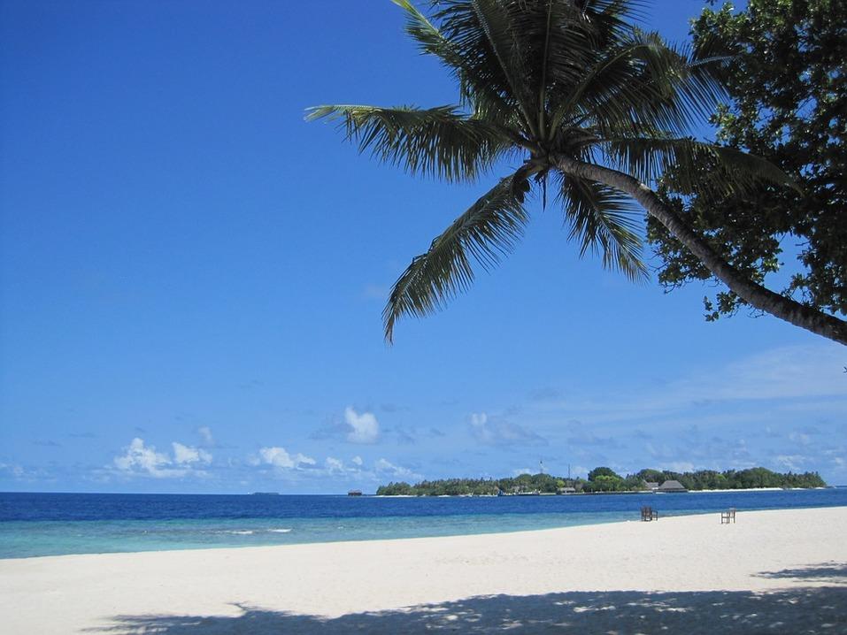 На пляж в середине осени: куда поехать на море в октябре и во сколько это обойдется 1