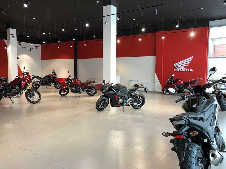 В Новосибирске открылся дилерский центр мотоциклов Honda 1