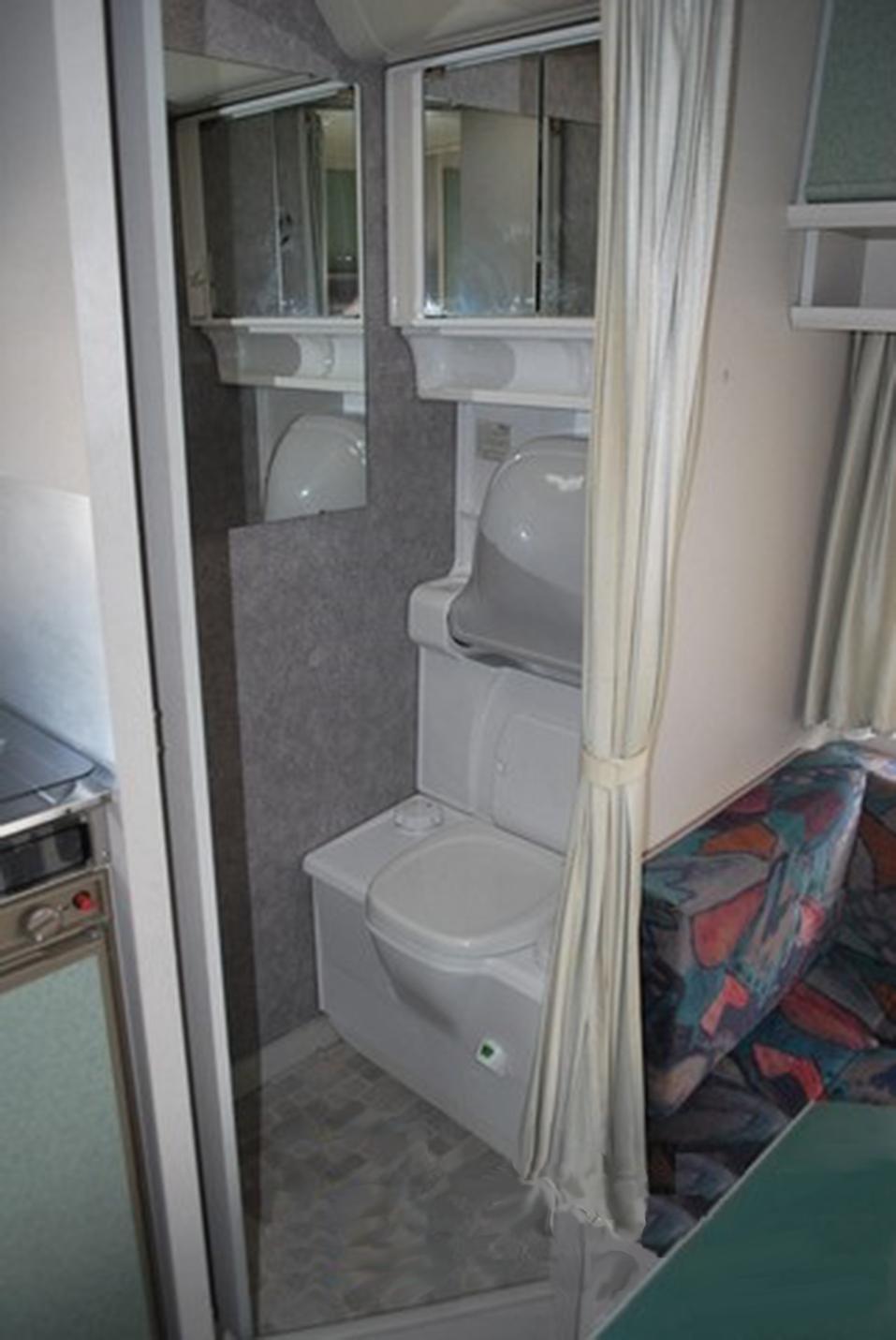 «Обслуживание одного прицепа стоит 2 тыс. руб.». Как заработать на доме на колесах / ОПЫТ 4