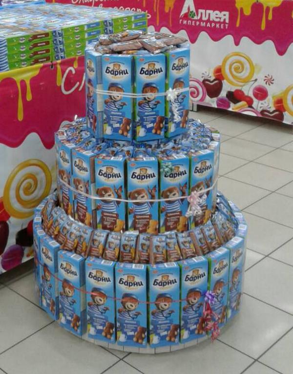 В гипермаркетах «Аллея» в Красноярске построили пальмы из конфет и корабли из семечек 3