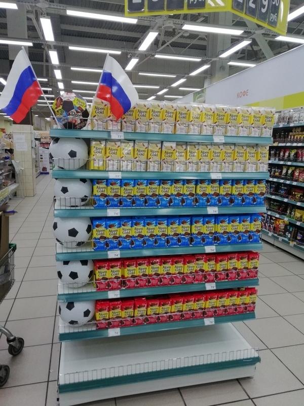 В гипермаркетах «Аллея» в Красноярске построили пальмы из конфет и корабли из семечек 4