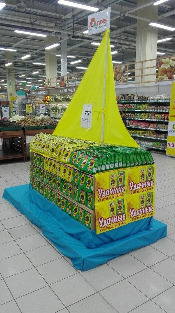 В гипермаркетах «Аллея» в Красноярске построили пальмы из конфет и корабли из семечек 6