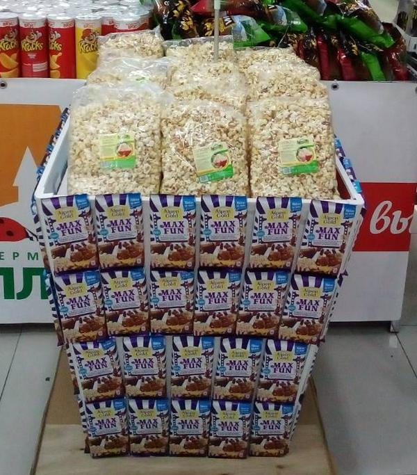 В гипермаркетах «Аллея» в Красноярске построили пальмы из конфет и корабли из семечек 7