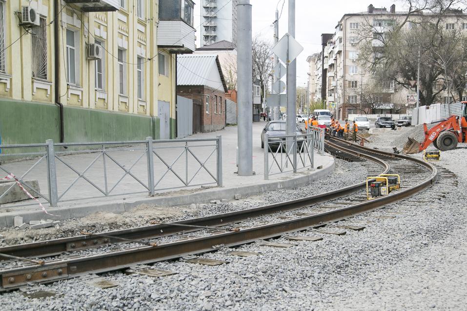 На улице Станиславского в Ростове начали укладку асфальта ФОТОРЕПОРТАЖ 1