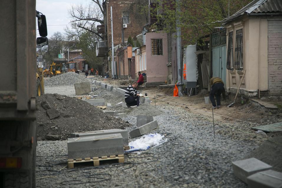 На улице Станиславского в Ростове начали укладку асфальта ФОТОРЕПОРТАЖ 7
