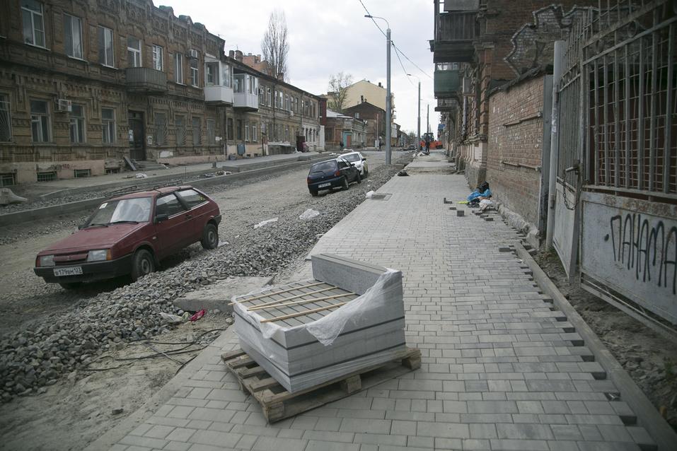 На улице Станиславского в Ростове начали укладку асфальта ФОТОРЕПОРТАЖ 8