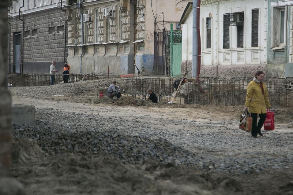 На улице Станиславского в Ростове начали укладку асфальта ФОТОРЕПОРТАЖ 9