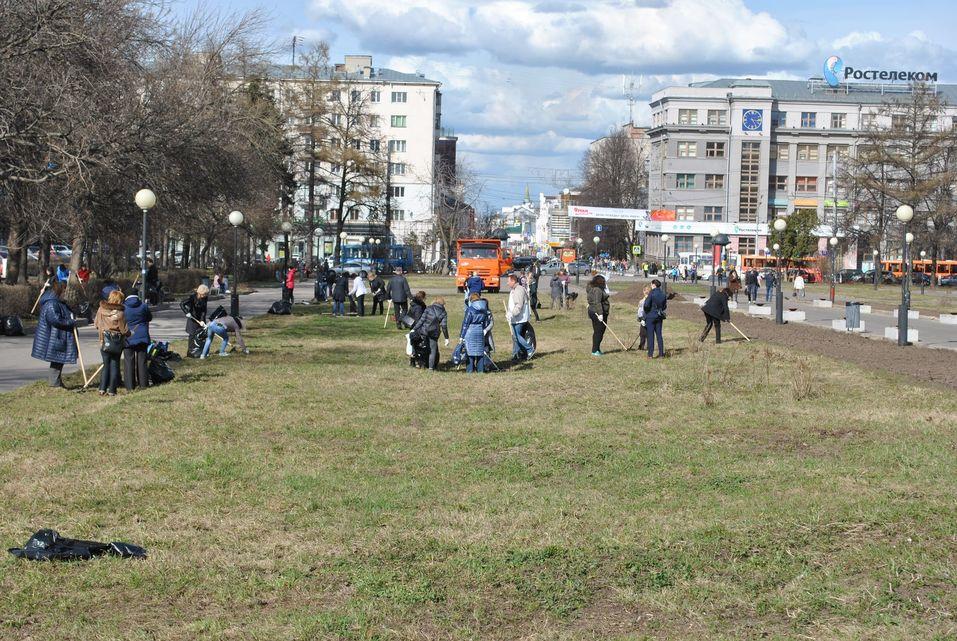 «Много «бычков» и старой листвы». Мэр Нижнего Новгорода вышел на субботник. ФОТО    4