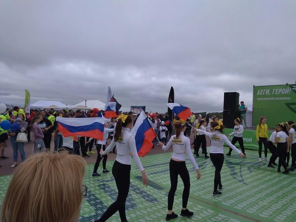«Пыхтели, но бежали». В Нижнем Новгороде прошел четвертый полумарафон «Беги, герой!». ФОТО 8
