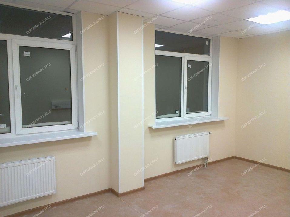 В центре Нижнего Новгорода за 600 млн руб. продается почти новый «офисник»  2