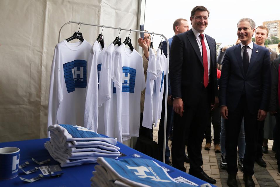 Остался только в виде арт-объекта. Как в Нижнем Новгороде сносили синий забор. ФОТО 4