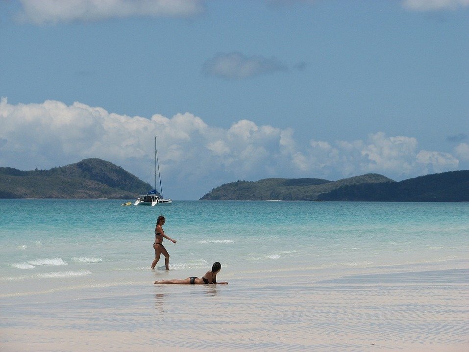 15 лучших пляжей мира: как туда добраться и сколько стоит аренда зонтика 2