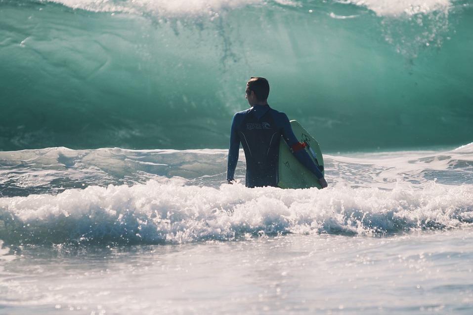 15 лучших пляжей мира: как туда добраться и сколько стоит аренда зонтика 8