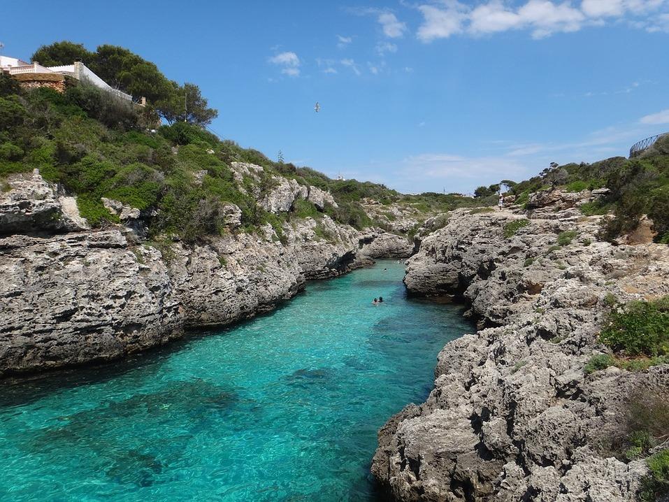 15 лучших пляжей мира: как туда добраться и сколько стоит аренда зонтика 9