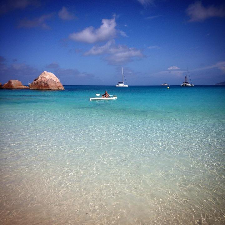 15 лучших пляжей мира: как туда добраться и сколько стоит аренда зонтика 11